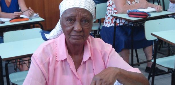 Aposentada de cem anos aprende a ler e escrever  em Londrina (PR)