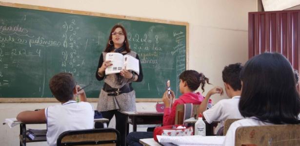 A professora transexual Sayonara Nogueira, 37