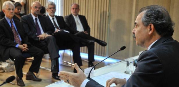 O ministro Aloizio Mercadante, que apresentou o novo secretariado do MEC nesta terça (7)