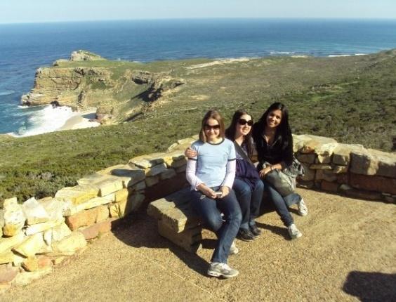 Juliana Martins com amigas no Cabo da Boa Esperança, extremo sul da África do Sul