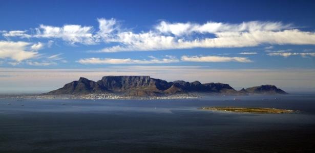 Table Montain (ou montanha Mesa) � o cart�o postal da Cidade do Cabo e um dos s�mbolos naturais da �frica do Sul