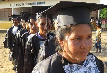http://ed.i.uol.com.br/ultnot/20090908-profes-indigenas.jpg