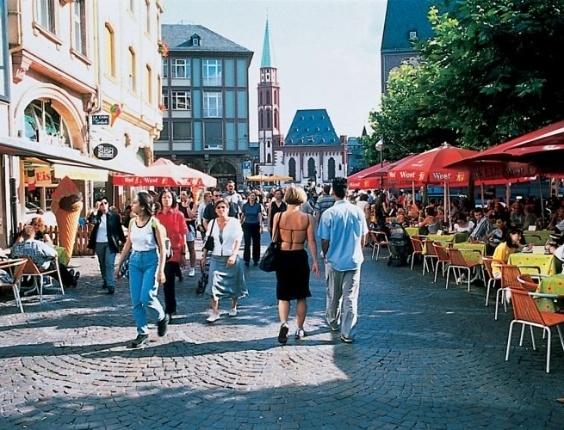 Centro comercial de Frankfurt, a quinta maior cidade da Alemanha