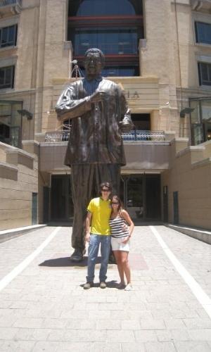 Rafaela Lobo no espaço público Nelson Mandela Square, em Joanesburgo. O local, que conta com um shopping e restaurantes finos, sedia eventos internacionais