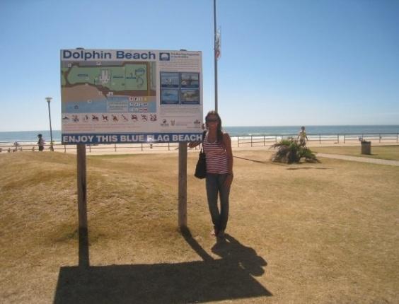Rafaella Lobo em baía de Jeffrey (Jeffrey's Bay), praia de surfistas que está entre as preferidas dos intercambistas