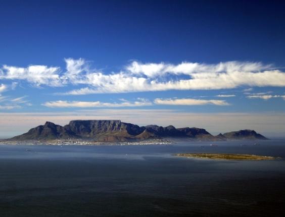 Table Montain (ou montanha Mesa) é o cartão postal da Cidade do Cabo e um dos símbolos naturais da África do Sul