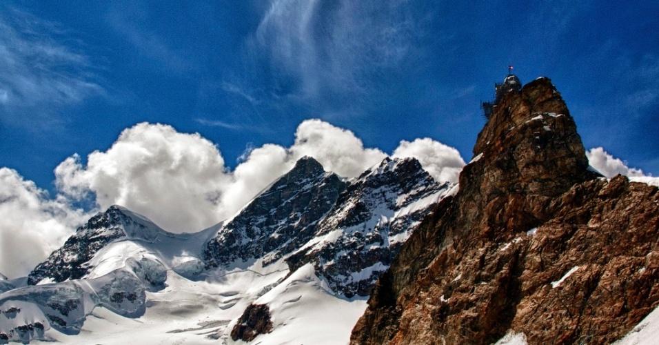 A Jungfraujoch, ou ?o topo da Europa?, é uma estação de trem e está entre as atrações turísticas mais conhecidas da Suíça