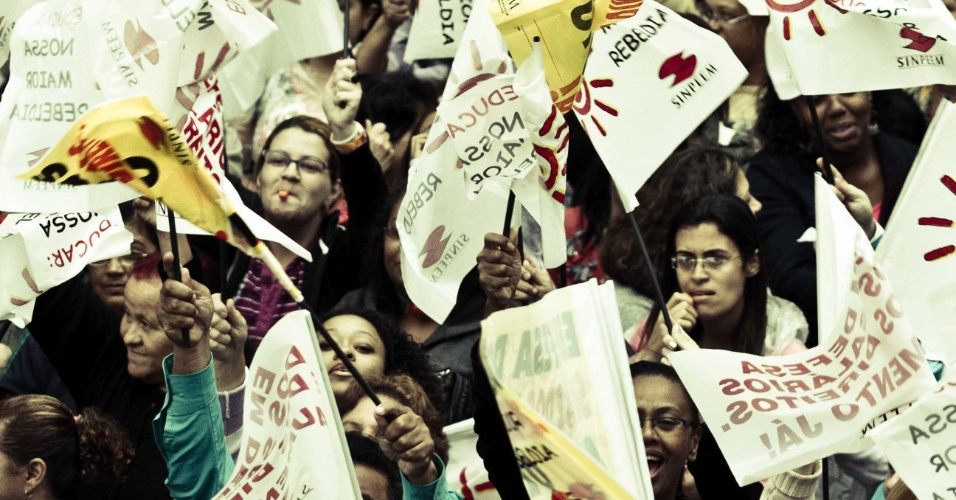 Em São Paulo, professores da rede municipal, decidiram nesta quarta-feira (28) parar por três dias. A categoria está em campanha salarial e fez hoje um protesto no centro da capital paulista.