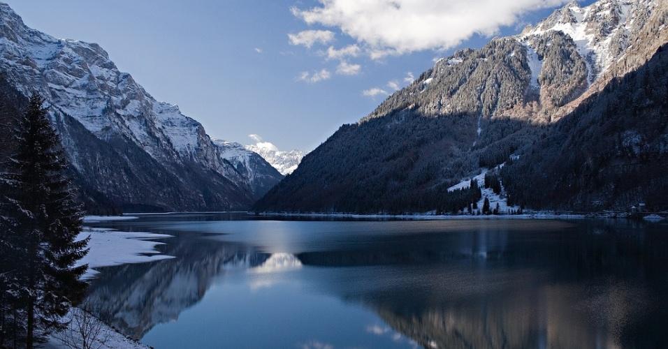O lago Kloentalersee fica na comuna de Glarona, no cantão de Glaris. A pequena cidade tem pouco mais de 5.000 habitantes